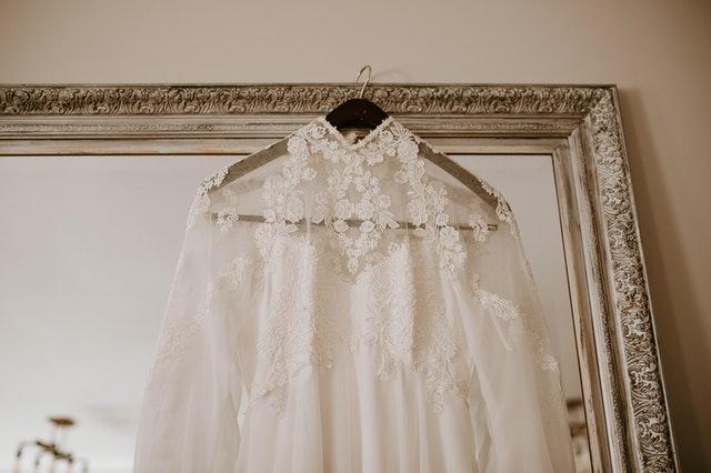 Jenis Dress Code Pernikahan Wanita