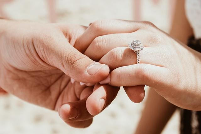 Beginilah Cara Mengukur Cincin Pernikahan